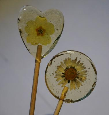 sm hrt round clr lolly EAT MY FLOWERS